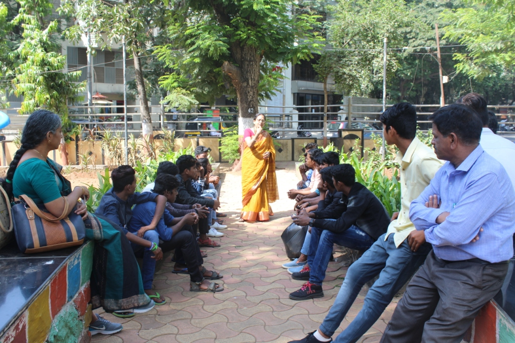 Class 10 Trip-Manini didi discussing about Vinimay