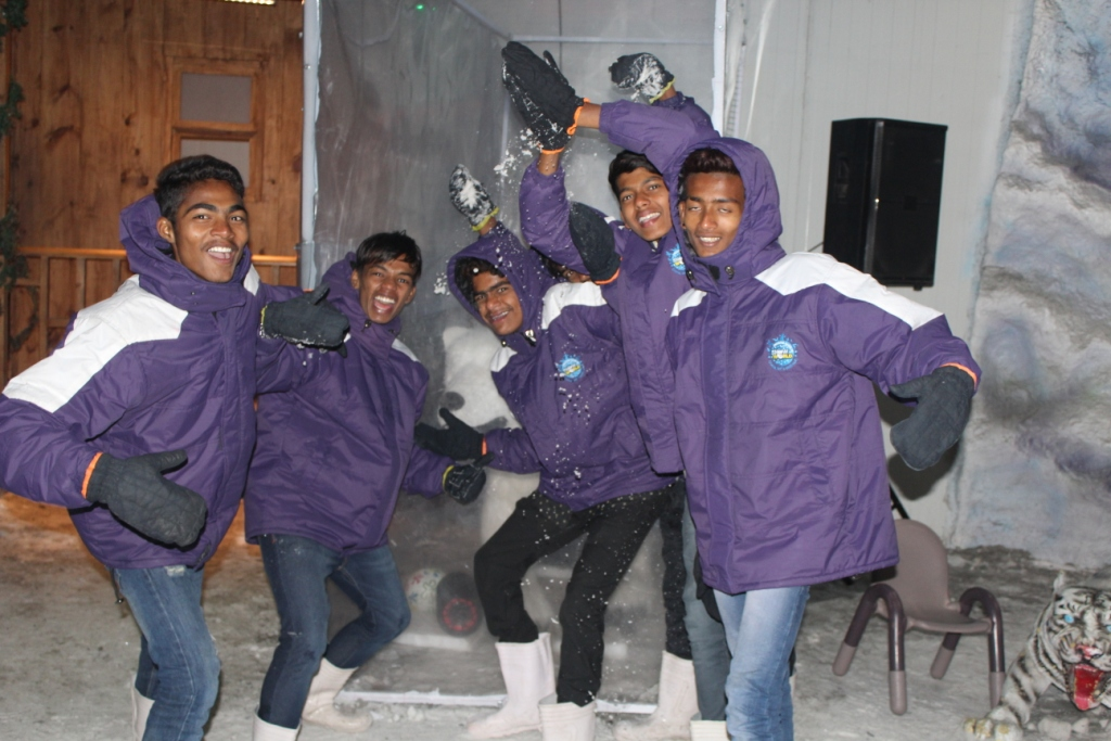 Class Trip-Boys at Snow world3